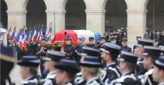 hommage_gendarme_beltrame_invalides_0